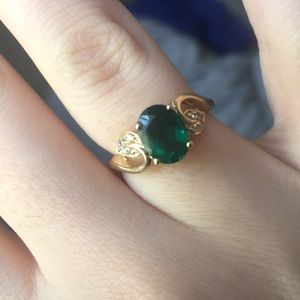 Emerald and gold ring